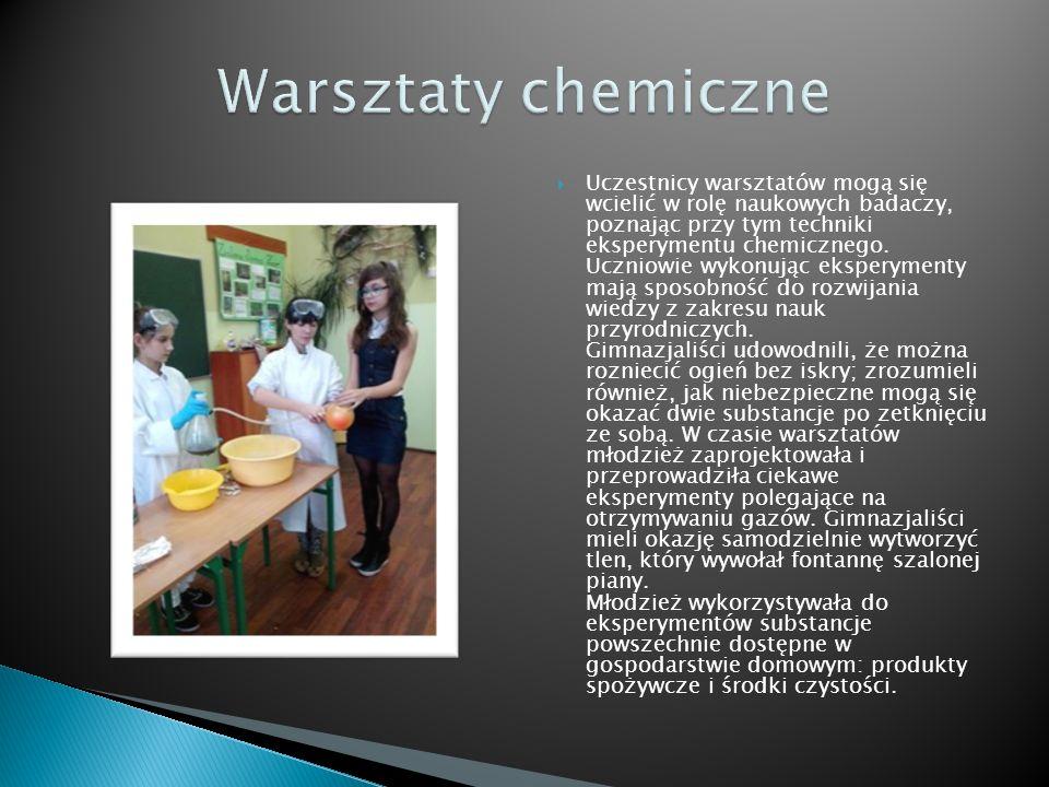  Uczestnicy warsztatów mogą się wcielić w rolę naukowych badaczy, poznając przy tym techniki eksperymentu chemicznego.