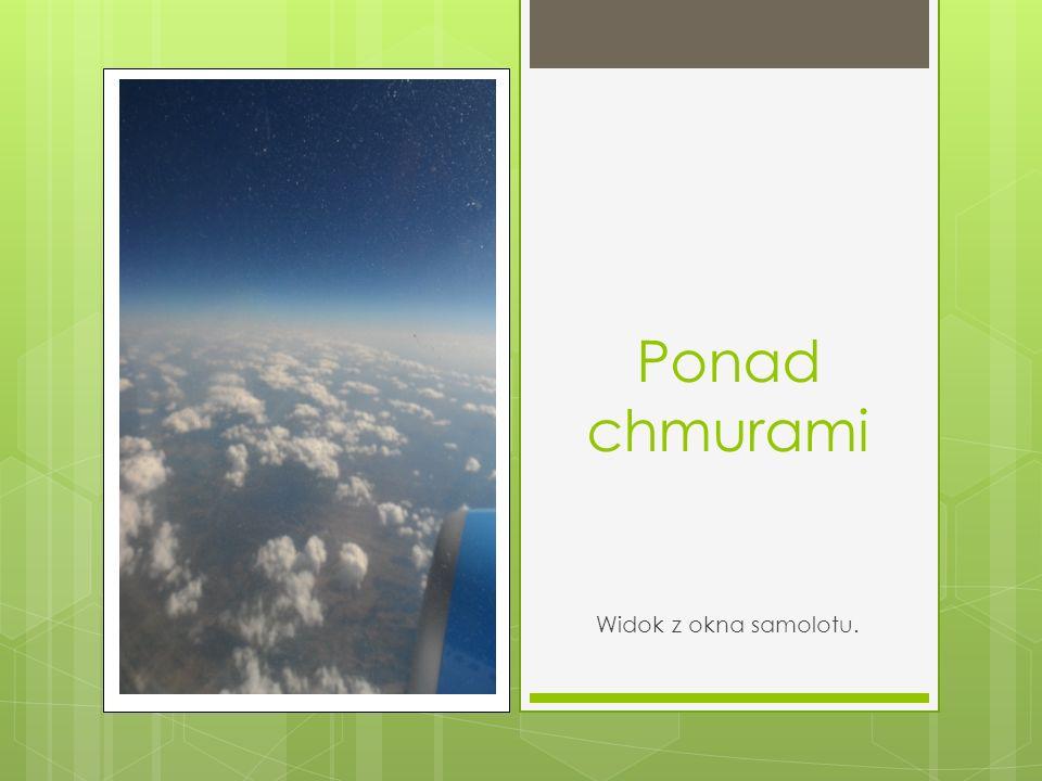 Ponad chmurami Widok z okna samolotu.
