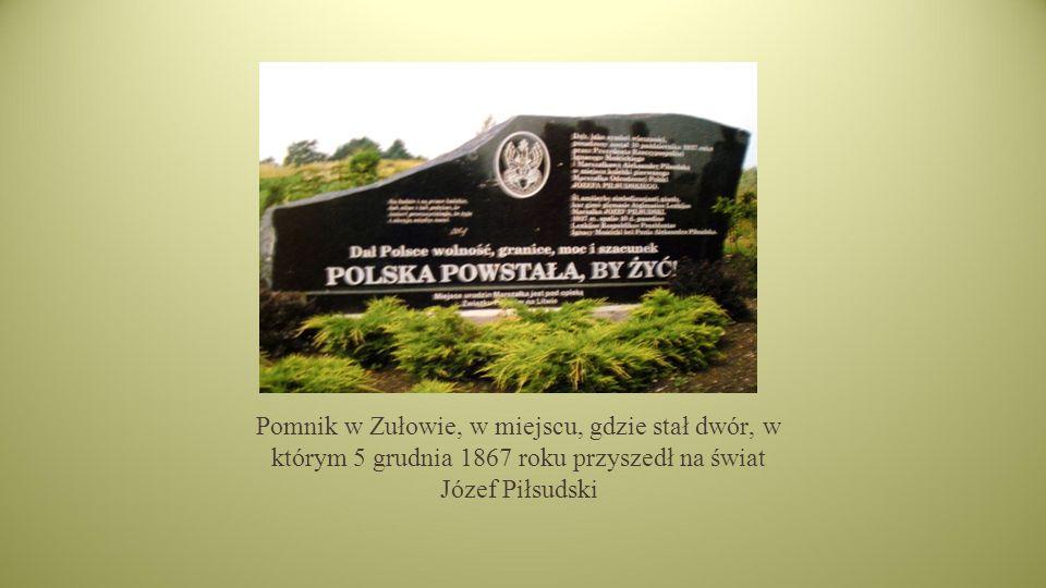 Pomnik w Zułowie, w miejscu, gdzie stał dwór, w którym 5 grudnia 1867 roku przyszedł na świat Józef Piłsudski
