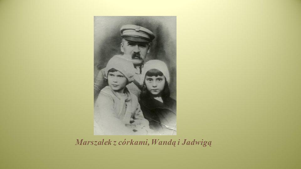 Marszałek z córkami, Wandą i Jadwigą