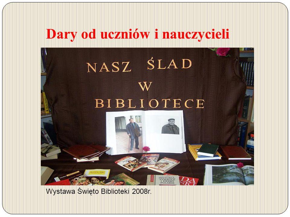 Dary od uczniów i nauczycieli Wystawa Święto Biblioteki 2008r.