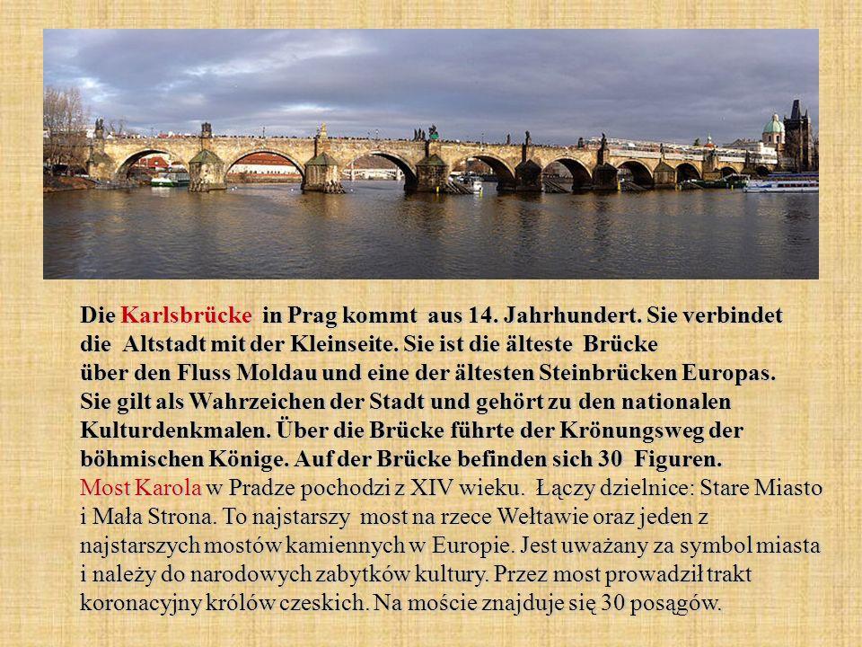 Die Karlsbrücke in Prag kommt aus 14. Jahrhundert.