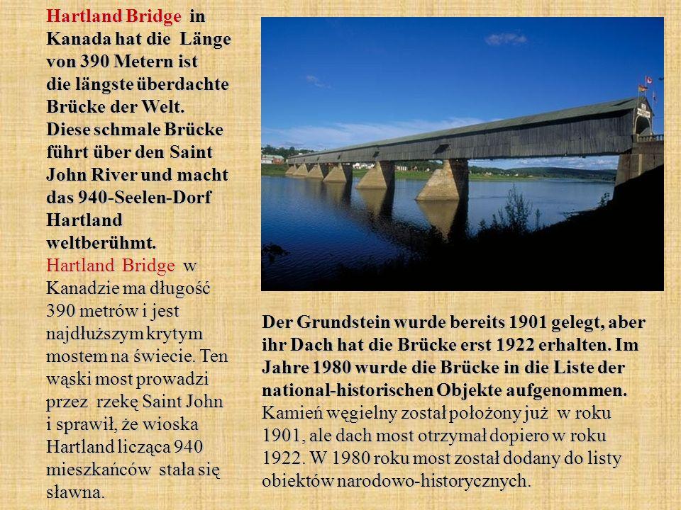 Hartland Bridge in Kanada hat die Länge von 390 Metern ist die längste überdachte Brücke der Welt.