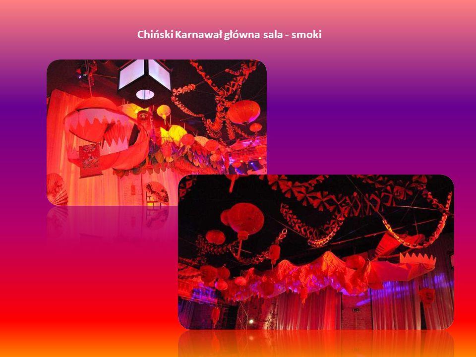 Chiński Karnawał główna sala – miejsca siedzące W głównej sali dla gości zostaną przygotowane miejsca siedzące w formie półokrągłych puf z narzutami z orientalnym motywem.