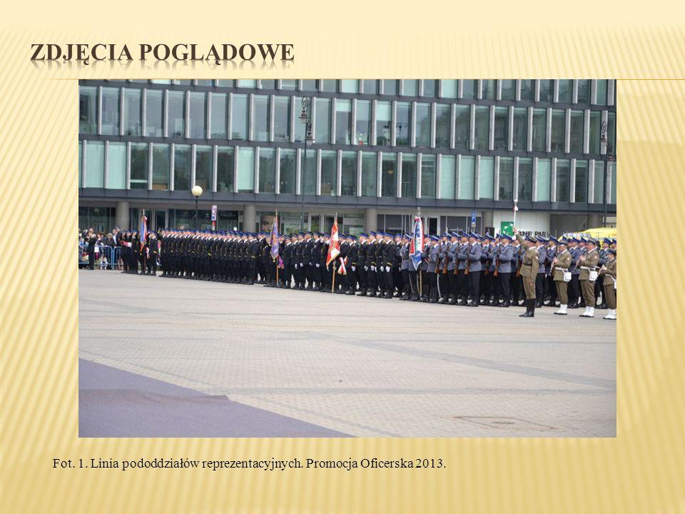 Fot. 1. Linia pododdziałów reprezentacyjnych. Promocja Oficerska 2013.
