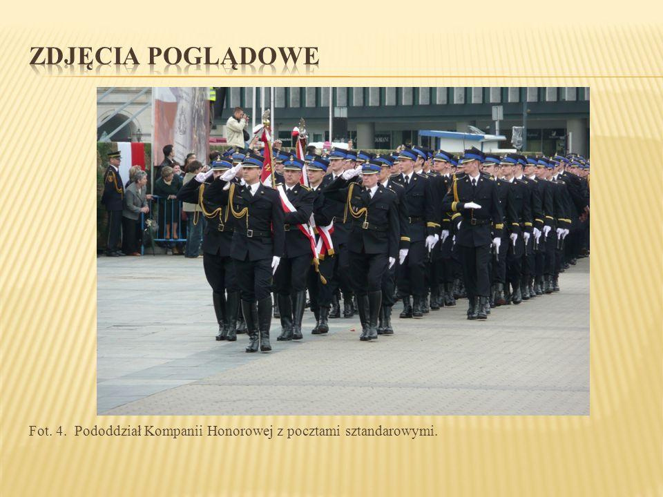 Fot. 4. Pododdział Kompanii Honorowej z pocztami sztandarowymi.