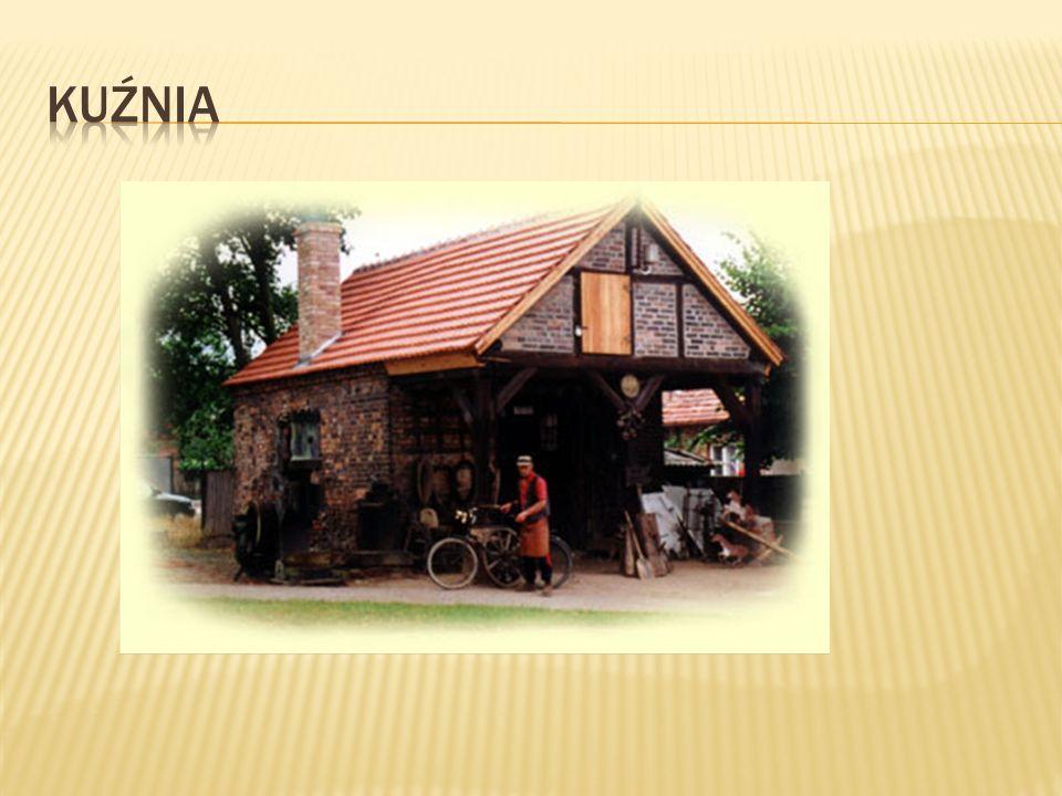 Kuźnia - budynek przeznaczony do prac kowalskich.Wyposażenie kuźni to m.in.