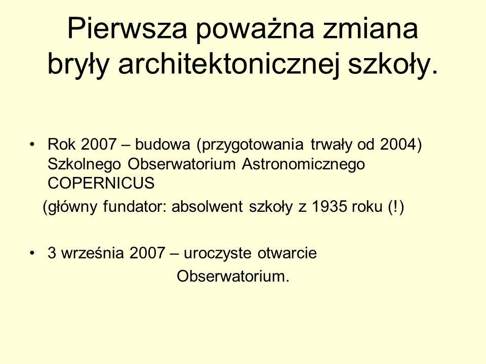 Pierwsza poważna zmiana bryły architektonicznej szkoły. Rok 2007 – budowa (przygotowania trwały od 2004) Szkolnego Obserwatorium Astronomicznego COPER