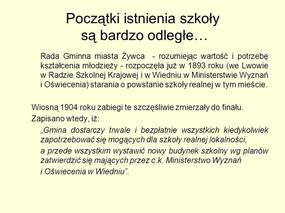 Gmach szkoły /fragmenty ze Studium Historyczno-Urbanistycznego, 1983/ (…) Budynek neorenesansowy, wolnostojący na obszernej działce.