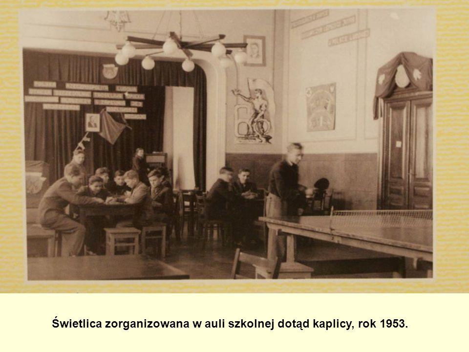 Świetlica zorganizowana w auli szkolnej dotąd kaplicy, rok 1953.