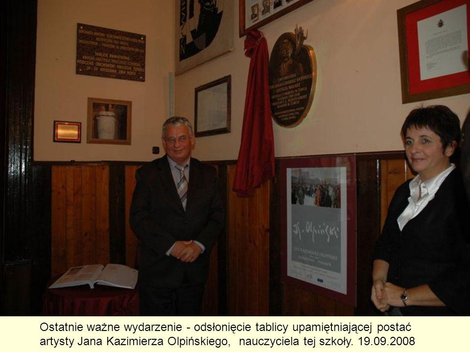 Ostatnie ważne wydarzenie - odsłonięcie tablicy upamiętniającej postać artysty Jana Kazimierza Olpińskiego, nauczyciela tej szkoły. 19.09.2008