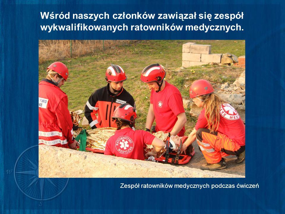 Wśród naszych członków zawiązał się zespół wykwalifikowanych ratowników medycznych. Zespół ratowników medycznych podczas ćwiczeń