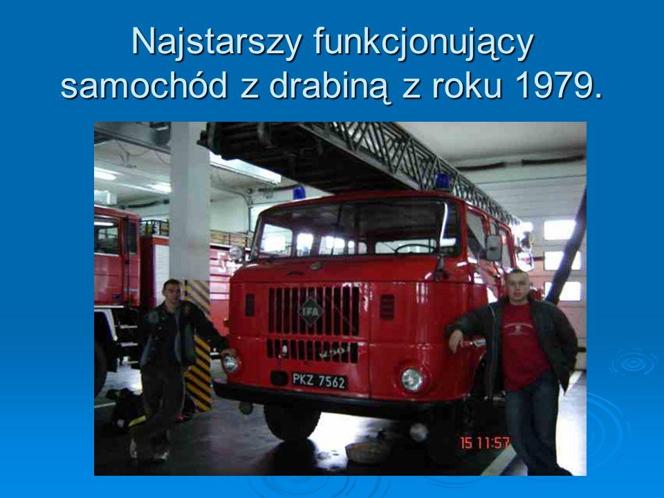 Najstarszy funkcjonujący samochód z drabiną z roku 1979.