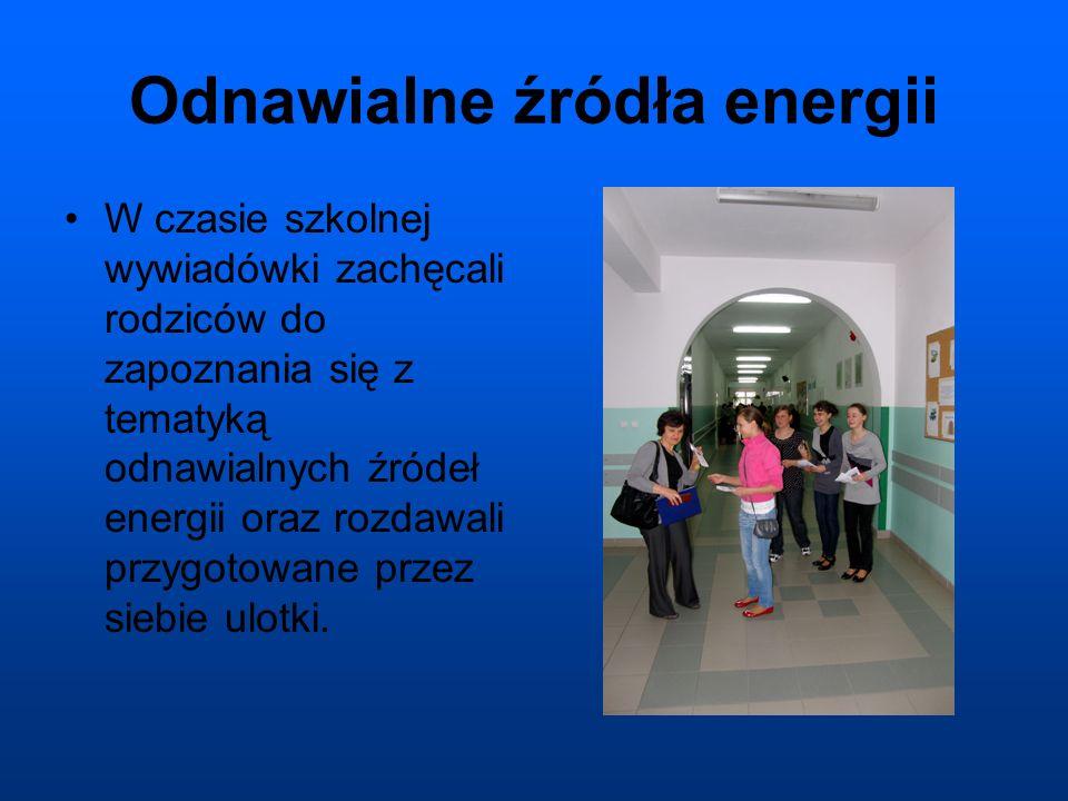 Odnawialne źródła energii W czasie szkolnej wywiadówki zachęcali rodziców do zapoznania się z tematyką odnawialnych źródeł energii oraz rozdawali przygotowane przez siebie ulotki.