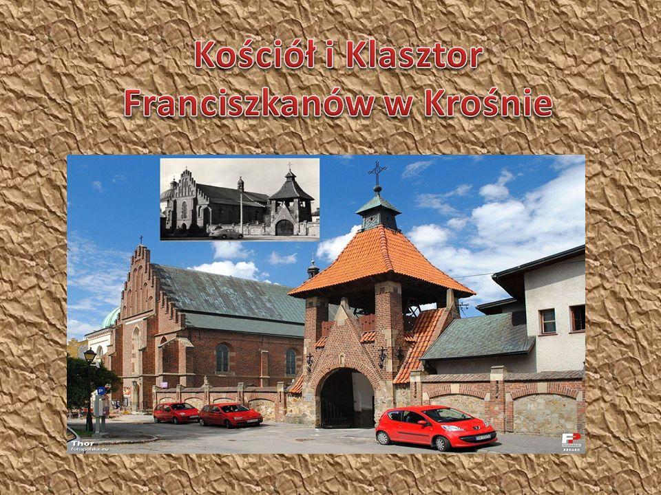 Kościół i Klasztor oo.Franciszkanów znajduje się w Krośnie przy ul.