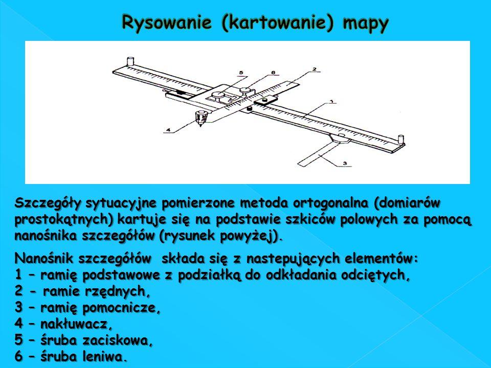 Szczegóły sytuacyjne pomierzone metoda ortogonalna (domiarów prostokątnych) kartuje się na podstawie szkiców polowych za pomocą nanośnika szczegółów (