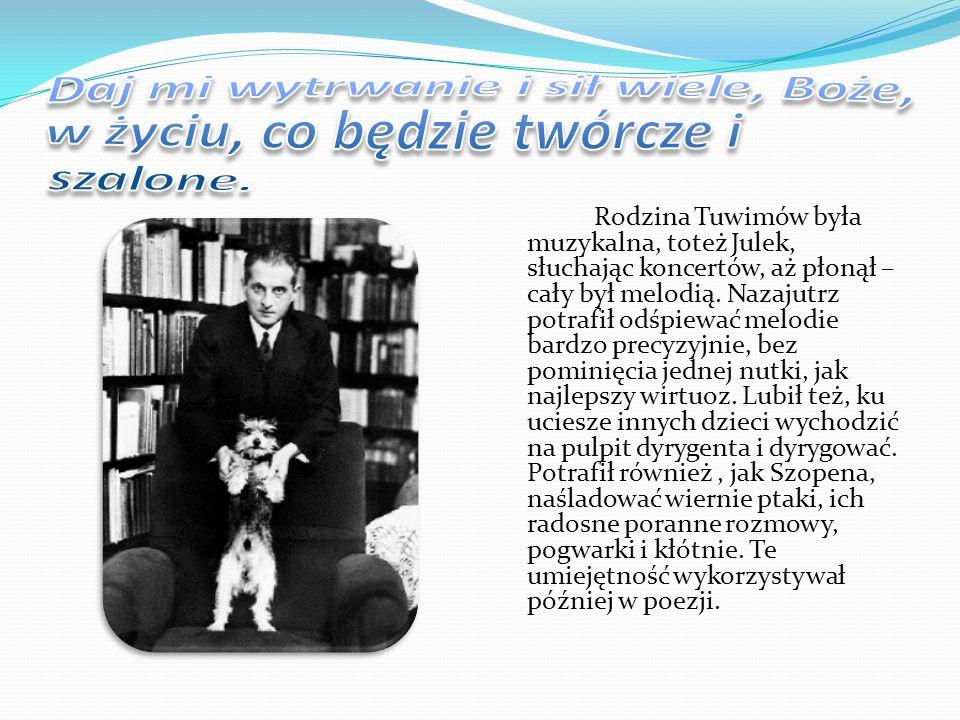 W wieku lat siedemnastu, pod wpływem poezji Staffa, w tajemnicy przed wszystkimi Julek zaczął pisać pierwsze wiersze.
