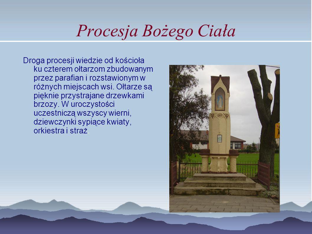Procesja Bożego Ciała Droga procesji wiedzie od kościoła ku czterem ołtarzom zbudowanym przez parafian i rozstawionym w różnych miejscach wsi. Ołtarze