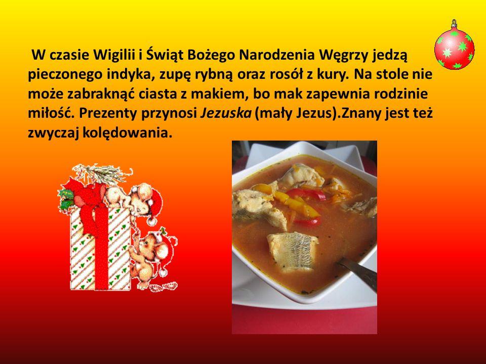 W czasie Wigilii i Świąt Bożego Narodzenia Węgrzy jedzą pieczonego indyka, zupę rybną oraz rosół z kury. Na stole nie może zabraknąć ciasta z makiem,