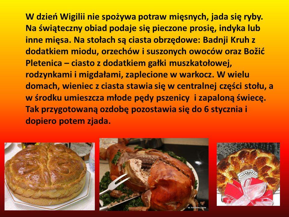 W dzień Wigilii nie spożywa potraw mięsnych, jada się ryby. Na świąteczny obiad podaje się pieczone prosię, indyka lub inne mięsa. Na stołach są ciast