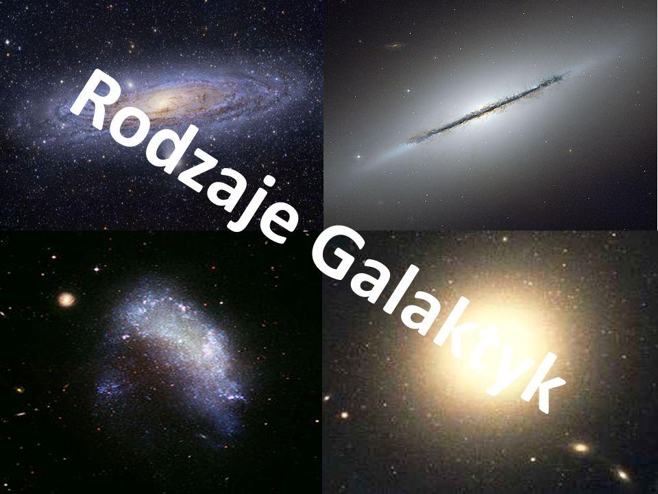 Galaktyka Spiralna Galaktyka spiralna - duży grawitacyjnie związany układ gwiazd (przykładowo w Drodze Mlecznej może ich być około 500 miliardów[1] ), pyłu i gazu międzygwiazdowego oraz niewidocznej ciemnej materii mający postać dysku z ramionami spiralnymi wychodzącymi ze środka zwanego zgrubieniem centralnym lub jądrem galaktyki.