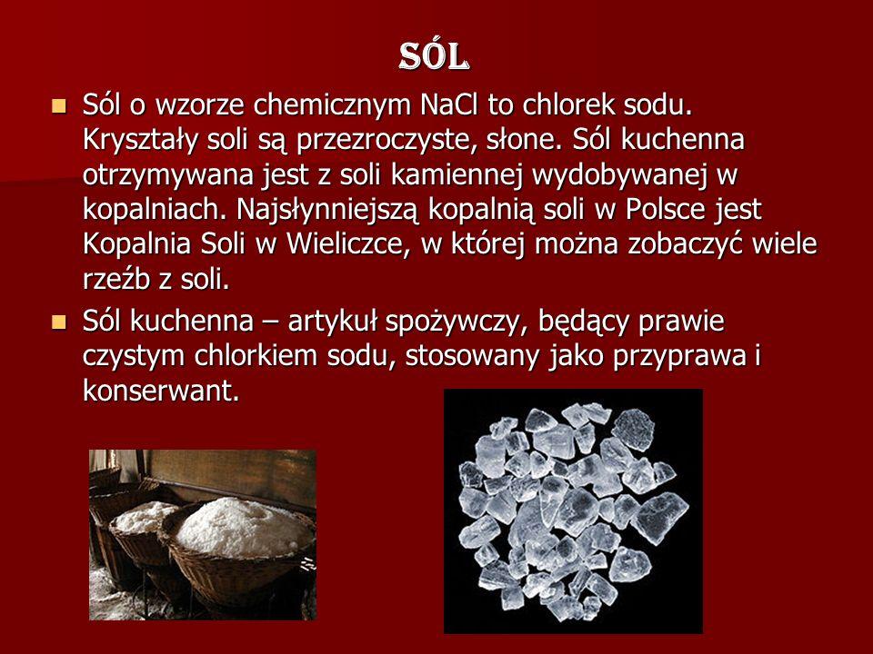 Sól Sól o wzorze chemicznym NaCl to chlorek sodu. Kryształy soli są przezroczyste, słone. Sól kuchenna otrzymywana jest z soli kamiennej wydobywanej w