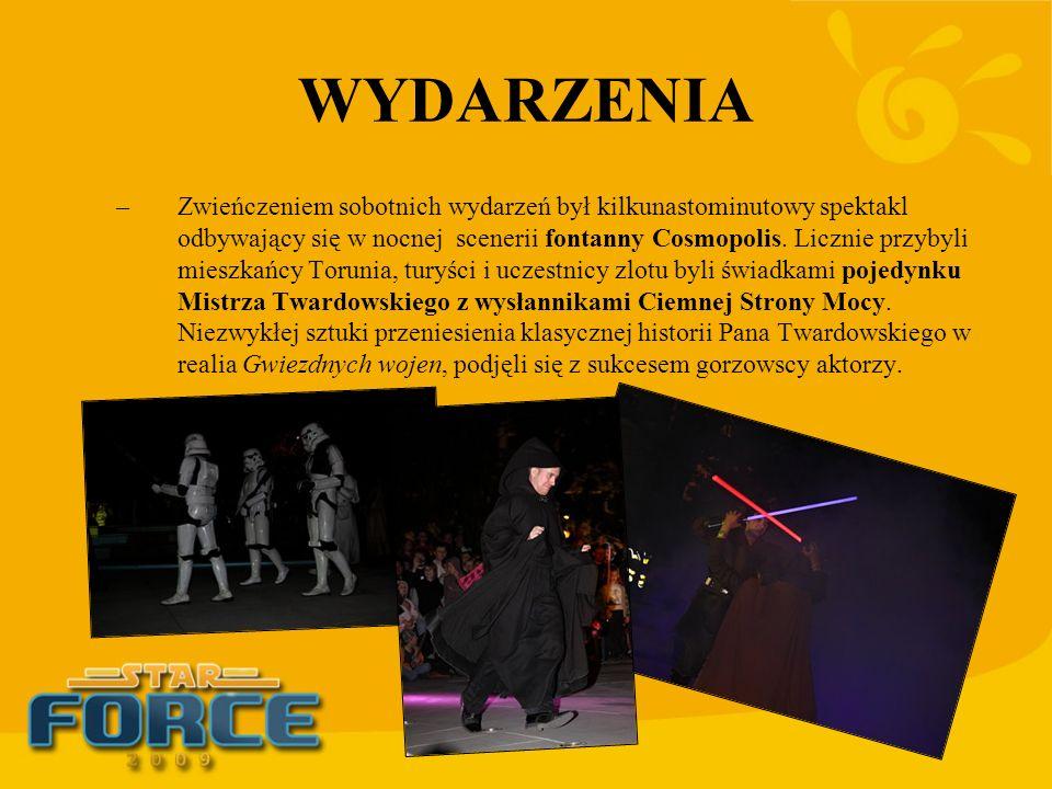 WYDARZENIA –Zwieńczeniem sobotnich wydarzeń był kilkunastominutowy spektakl odbywający się w nocnej scenerii fontanny Cosmopolis. Licznie przybyli mie
