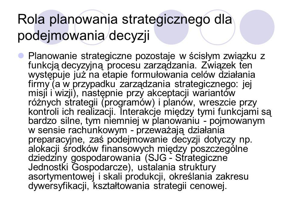Rola planowania strategicznego dla podejmowania decyzji Planowanie strategiczne pozostaje w ścisłym związku z funkcją decyzyjną procesu zarządzania.