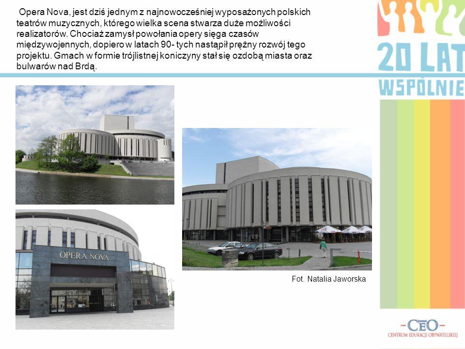 Opera Nova, jest dziś jednym z najnowocześniej wyposażonych polskich teatrów muzycznych, którego wielka scena stwarza duże możliwości realizatorów. Ch