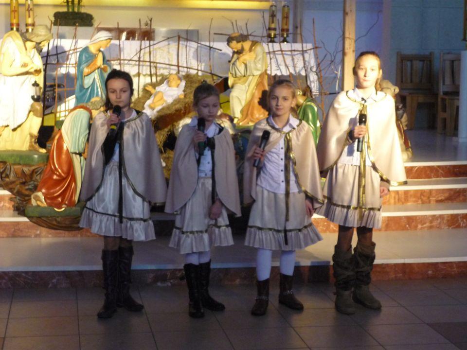 Emilia Nasiadko, Iga Zakrzewska, Aleksandra Kot i Wioleta Pakieła I miejsce w kategorii klas IV-VI 30 stycznia reprezentowały naszą gminę w przeglądzi