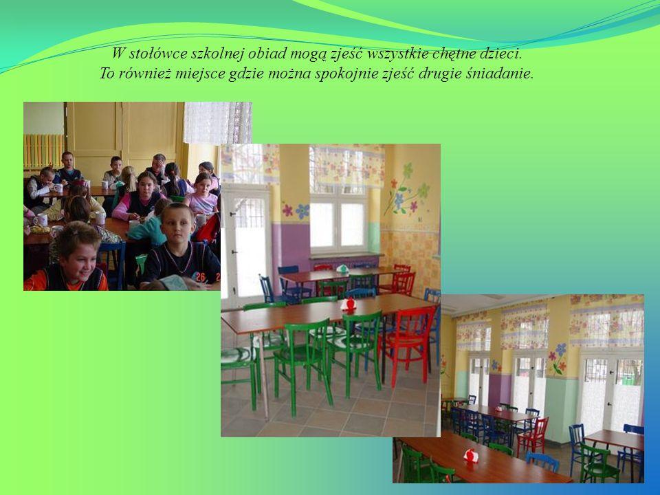 W stołówce szkolnej obiad mogą zjeść wszystkie chętne dzieci. To również miejsce gdzie można spokojnie zjeść drugie śniadanie.