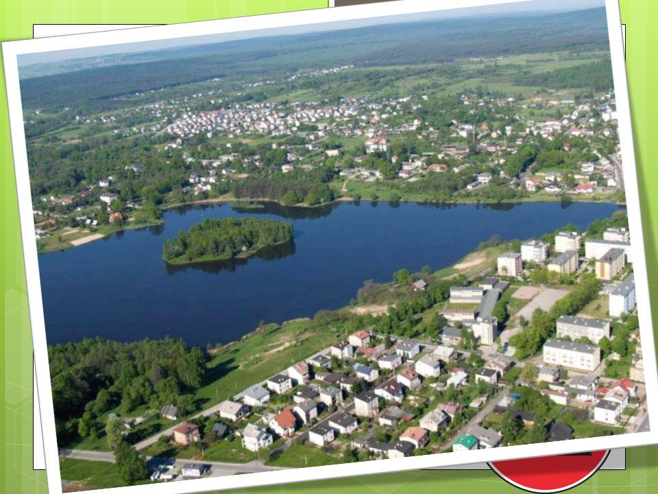 Część I- Suchedniów wokół nas Miasto i gmina Suchedniów położone jest w województwie świętokrzyskim, w pobliżu Kielc. Liczy 10 578 mieszkańców. Burmis