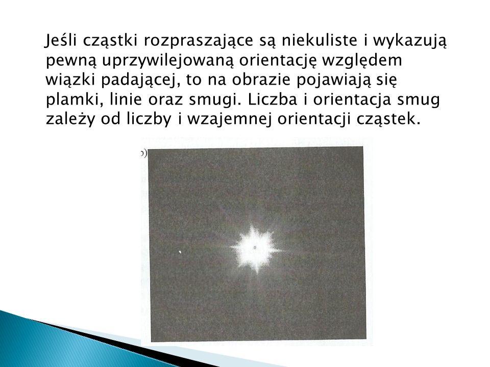 Jeśli cząstki rozpraszające są niekuliste i wykazują pewną uprzywilejowaną orientację względem wiązki padającej, to na obrazie pojawiają się plamki, l