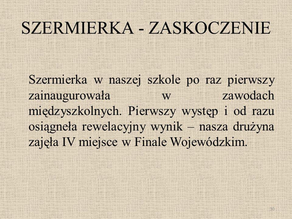 SZERMIERKA - ZASKOCZENIE Szermierka w naszej szkole po raz pierwszy zainaugurowała w zawodach międzyszkolnych. Pierwszy występ i od razu osiągneła rew