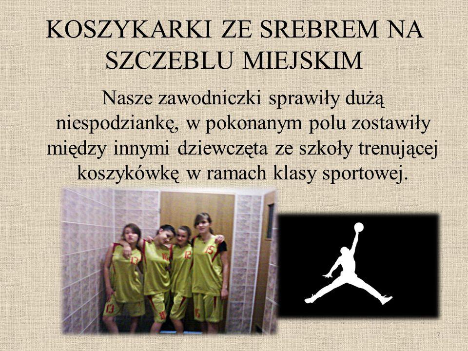 KOSZYKARKI ZE SREBREM NA SZCZEBLU MIEJSKIM Nasze zawodniczki sprawiły dużą niespodziankę, w pokonanym polu zostawiły między innymi dziewczęta ze szkoły trenującej koszykówkę w ramach klasy sportowej.