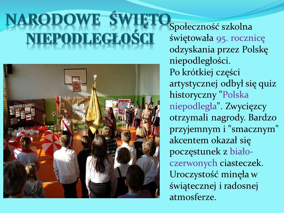Społeczność szkolna świętowała 95. rocznicę odzyskania przez Polskę niepodległości. Po krótkiej części artystycznej odbył się quiz historyczny