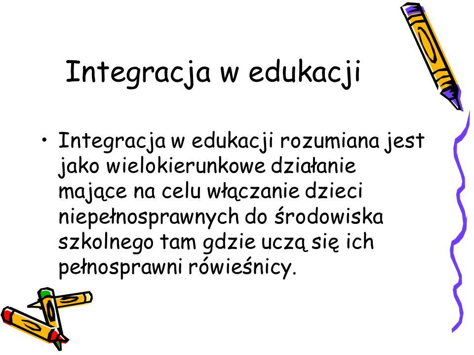 Integracja w edukacji Integracja w edukacji rozumiana jest jako wielokierunkowe działanie mające na celu włączanie dzieci niepełnosprawnych do środowi