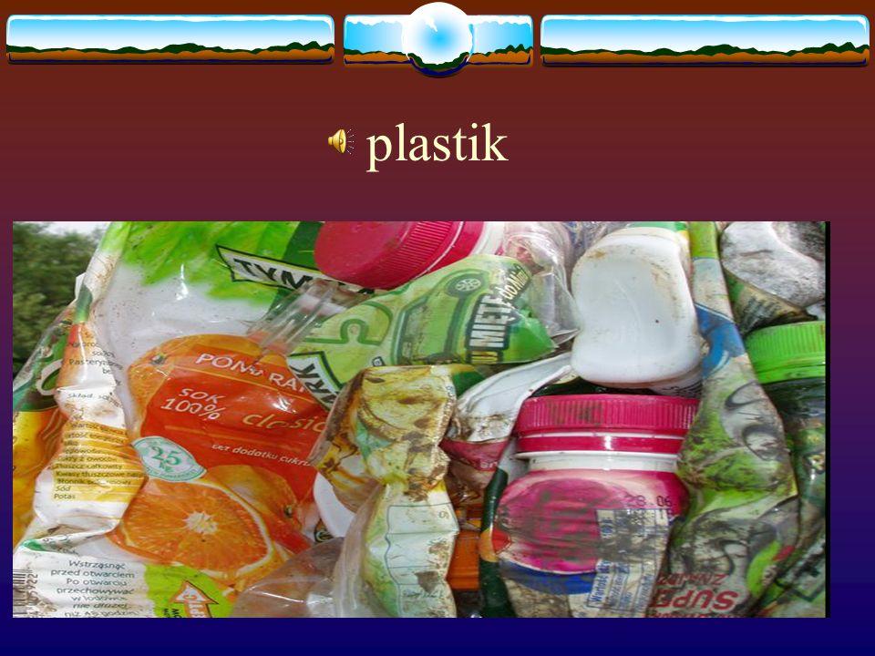 Cuda z butelek… Latem wypijamy litry napojów i wód, pozostawiając setki butelek plastikowych tzw.