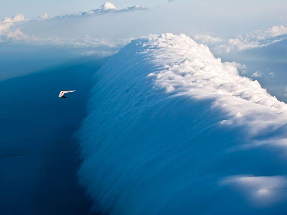 Zderzenie mas powietrza występuje w Hiszpanii, ale nie powoduje powstawania tej dziwnej chmury. Zjawisko to jest unikalne dla Australii.
