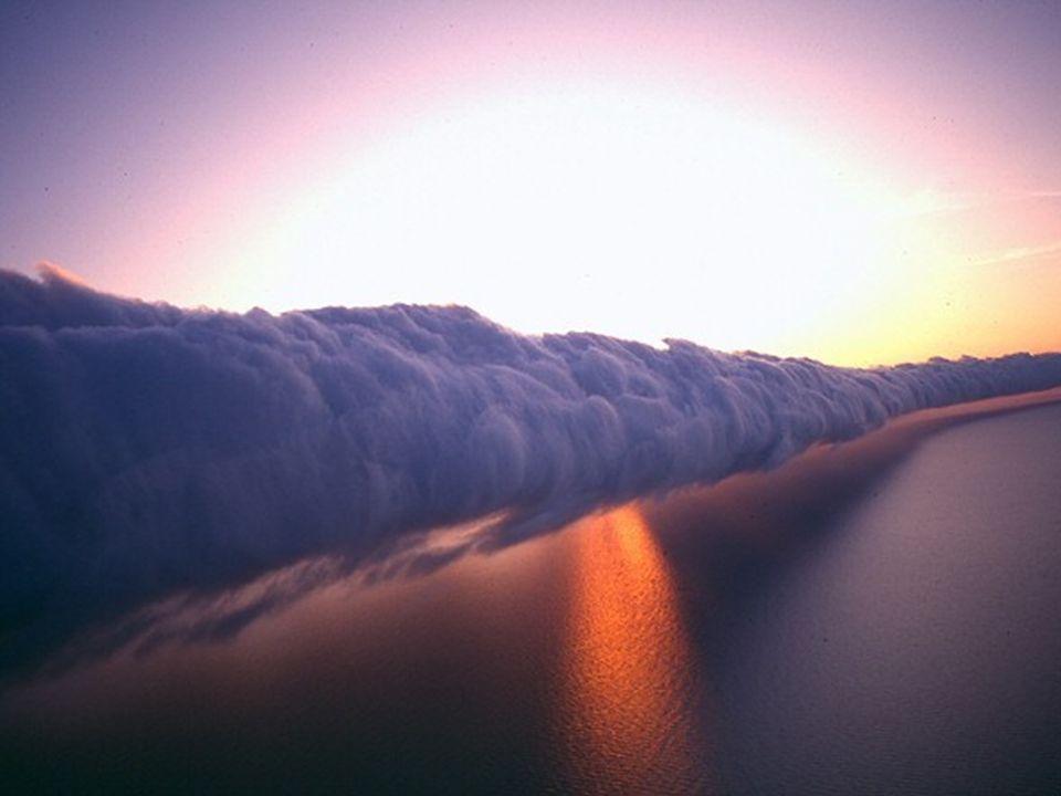 W Zatoce Karpentaria, Australia północna, od września do listopada, zaobserwowano niezwykłe, piękne zjawisko chmur w kształcie powoju