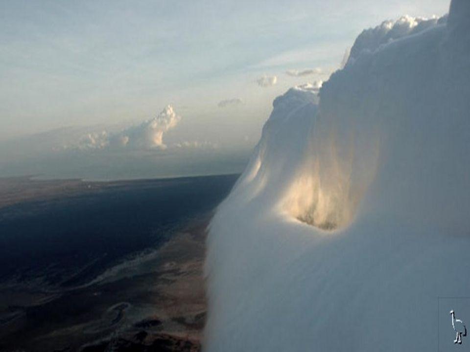 Zderzenie mas powietrza występuje w Hiszpanii, ale nie powoduje powstawania tej dziwnej chmury.