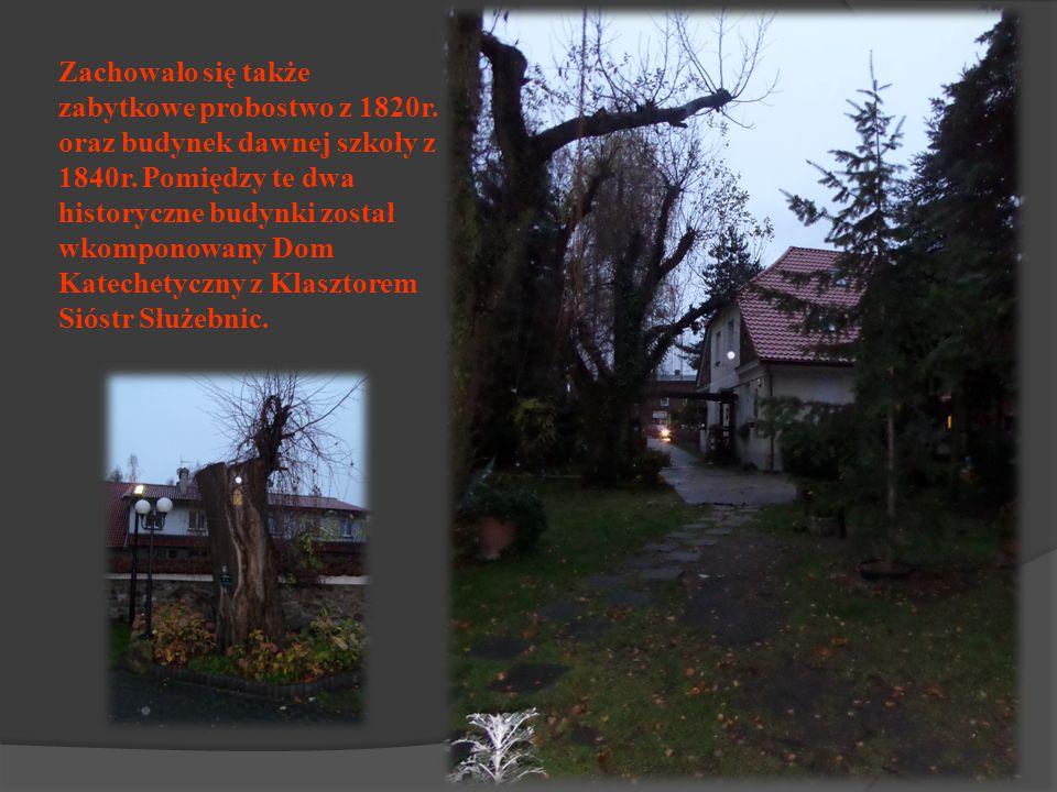 Zachowało się także zabytkowe probostwo z 1820r.oraz budynek dawnej szkoły z 1840r.
