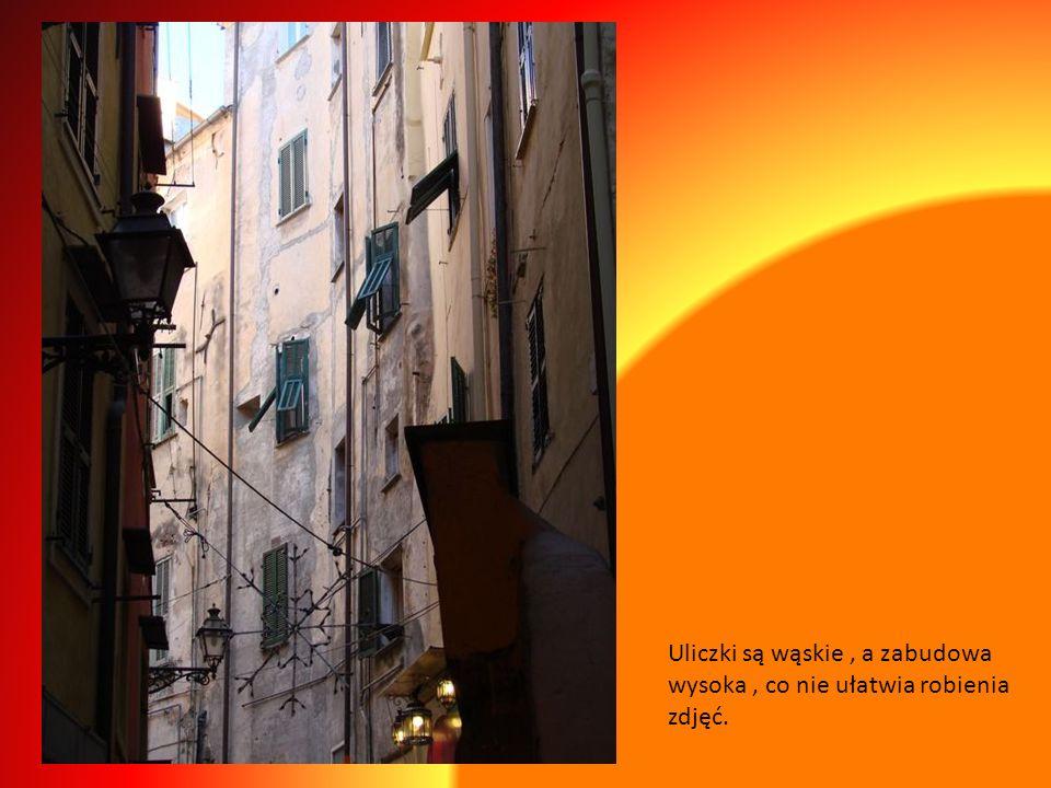 La Pigna- zaczyna się od wrót Św. Stefana ( gotyckiego kamiennego łuku) który jest umowną granicą pomiędzy Nowym i Starym Miastem.