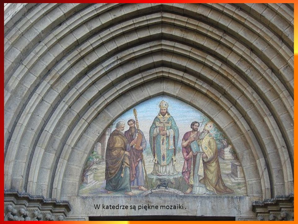 Katedra San Siro pochodzi z 12 wieku. Romańsko- gotycki styl przypomina budowlę z Albengi. Najstarszym elementem budynku jest portal po lewej stronie
