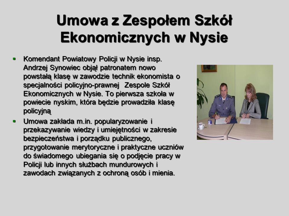Umowa z Zespołem Szkół Ekonomicznych w Nysie Komendant Powiatowy Policji w Nysie insp. Andrzej Synowiec objął patronatem nowo powstałą klasę w zawodzi