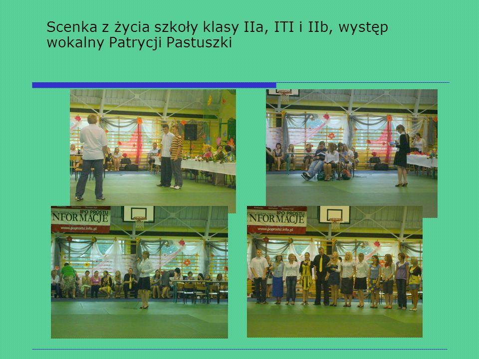 Grupa artystyczna Scenka z życia szkoły klasy IIa, ITI i IIb, występ wokalny Patrycji Pastuszki
