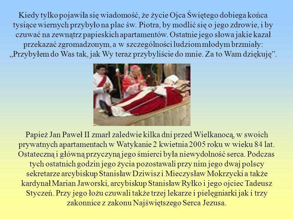Kiedy tylko pojawiła się wiadomość, że życie Ojca Świętego dobiega końca tysiące wiernych przybyło na plac św. Piotra, by modlić się o jego zdrowie, i