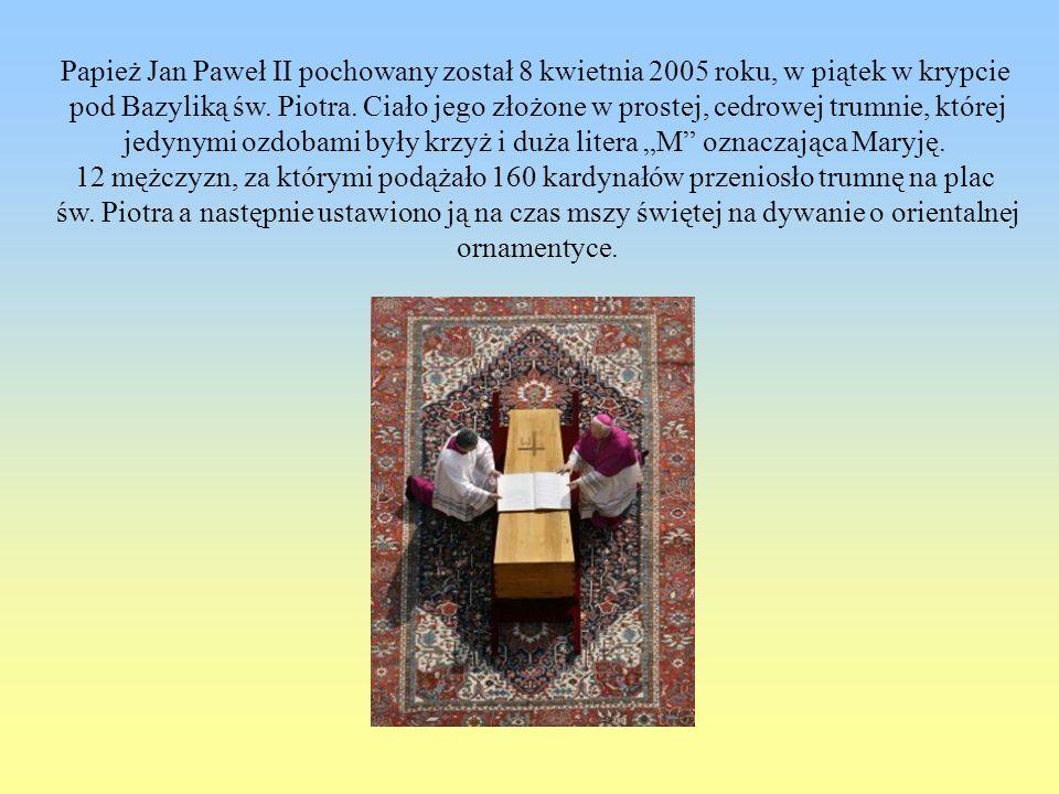 Papież Jan Paweł II pochowany został 8 kwietnia 2005 roku, w piątek w krypcie pod Bazyliką św. Piotra. Ciało jego złożone w prostej, cedrowej trumnie,