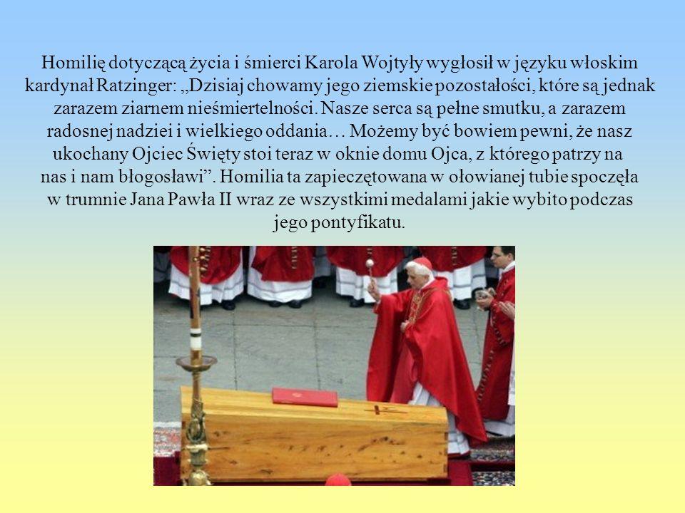 Homilię dotyczącą życia i śmierci Karola Wojtyły wygłosił w języku włoskim kardynał Ratzinger: Dzisiaj chowamy jego ziemskie pozostałości, które są je