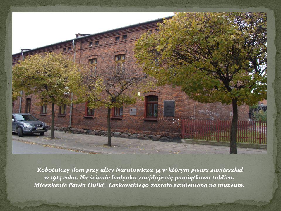 studenckich. Robotniczy dom przy ulicy Narutowicza 34 w którym pisarz zamieszkał w 1914 roku. Na ścianie budynku znajduje się pamiątkowa tablica. Mies